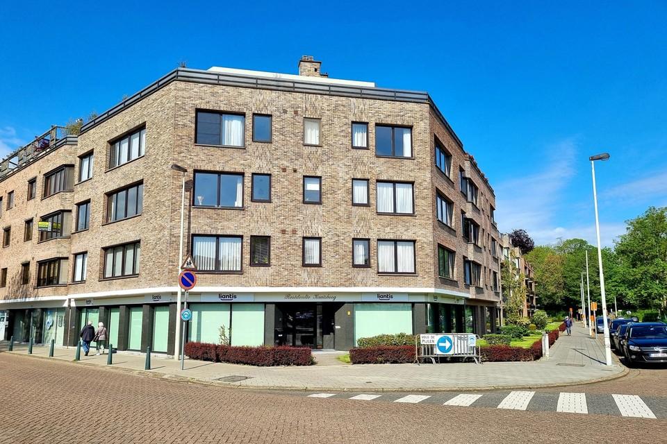 Het was in dit appartementsgebouw in de Kruisbogenhofstraat in Lier dat de twee dieveggen toesloegen