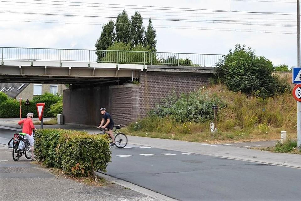 De Nieuwe Molenstraat wordt ter hoogte van de spoorwegbrug 'geknipt'.