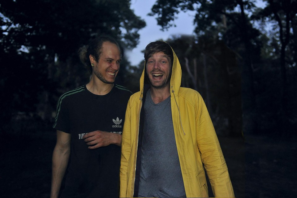 Kaena Bervoets (links) Bob van der Leij vormen samen het duo Berebot.