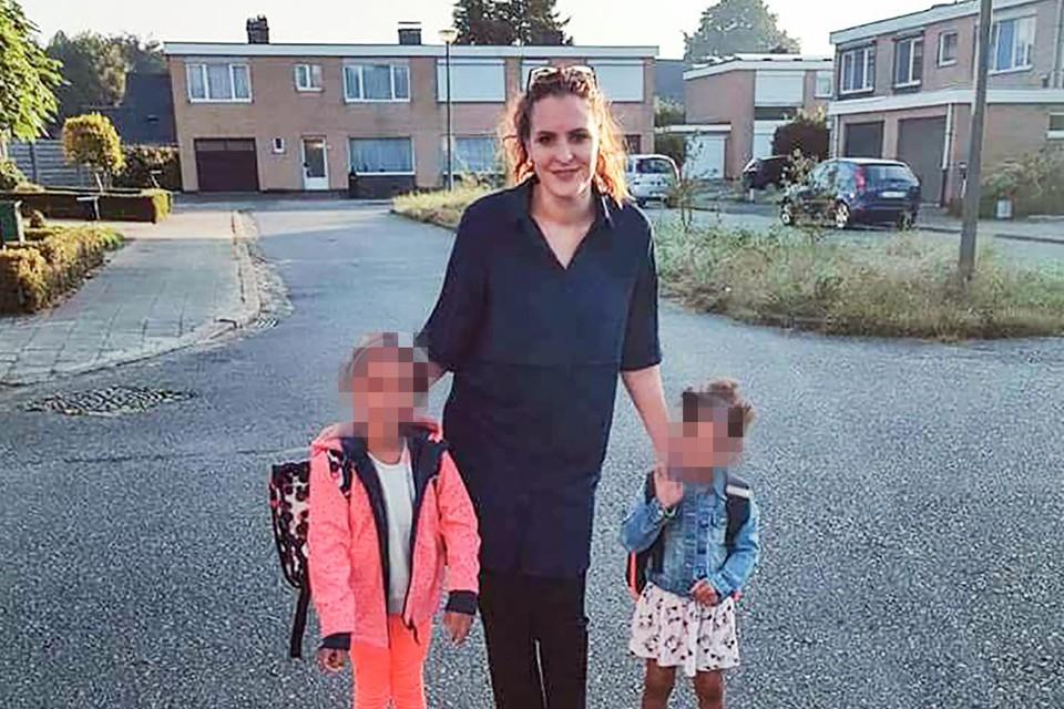 Eleanore De Strijcker met haar kinderen.