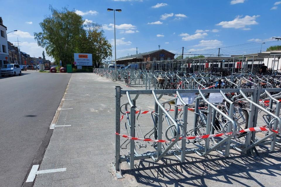 Een fietsenrek moet nog verwijderd worden.