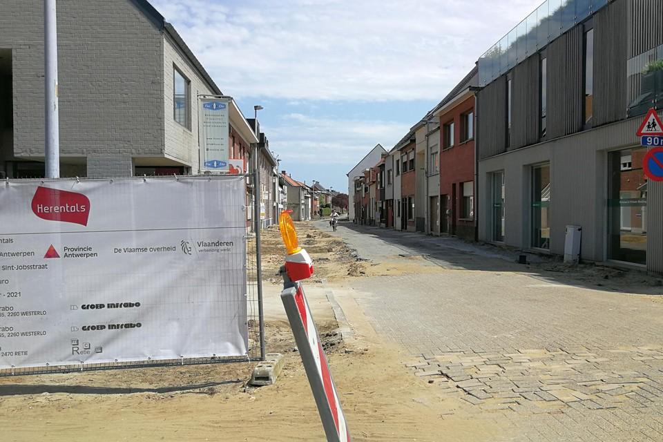 De heraanleg van de Sint-Jobstraat duurt normaal nog tot de herfst.