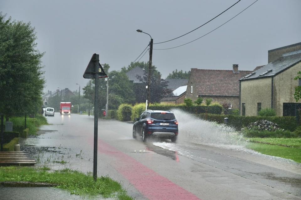Omdat er te veel water op de rijbaan stond, werd besloten om het Heike in Hombeek in de loop van de namiddag af te sluiten.
