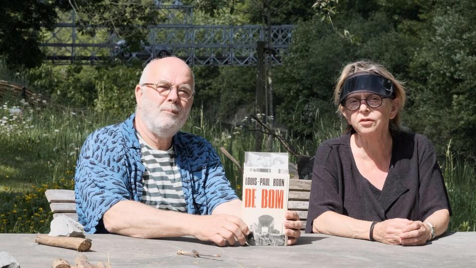 Regisseur Robbe De Hert keerde opnieuw naar de filmset van  en signeerde Bert en Matty's exemplaar van Louis Paul Boons verhaal over de opnames.