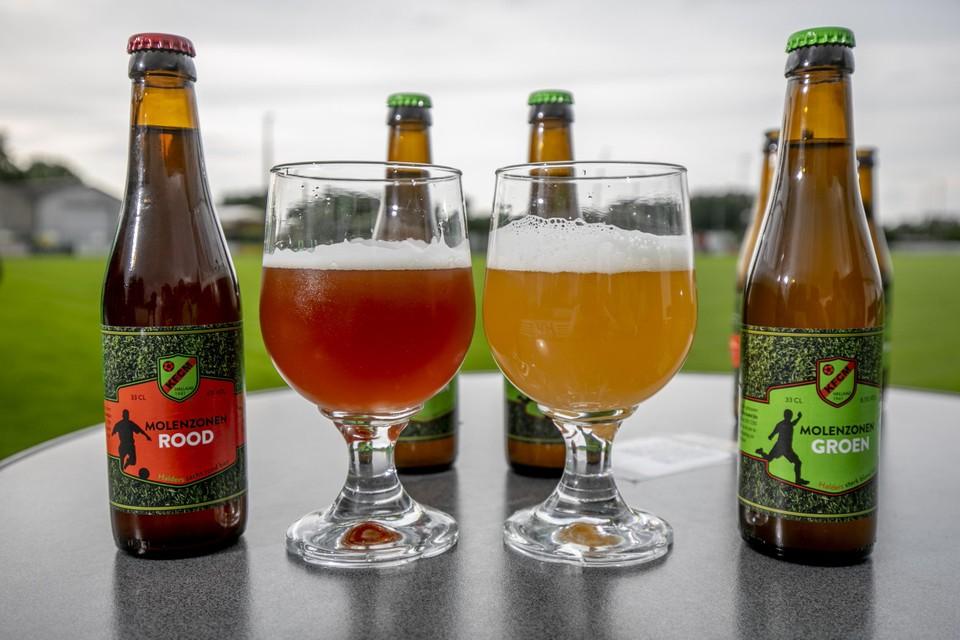 Links het bier Molezonen Rood met lichte aardbeientoets, rechts de krachtige tripel Molezonen Groen.