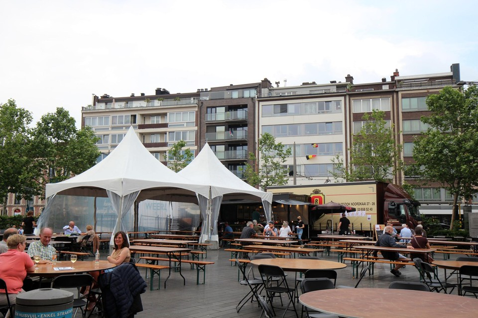Het Gemeenteplein is een heel weekend één groot terras.