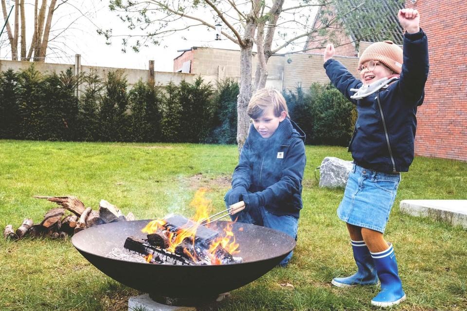 WILD van Buiten leert je koken op een open vuur. Wie geen vuurschaal heeft kan ze huren.