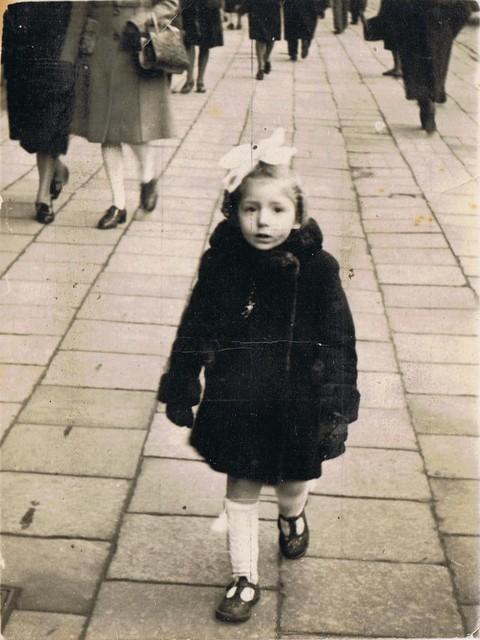 Regina Sluszny on the De Keyserlei in 1943 of 1944.