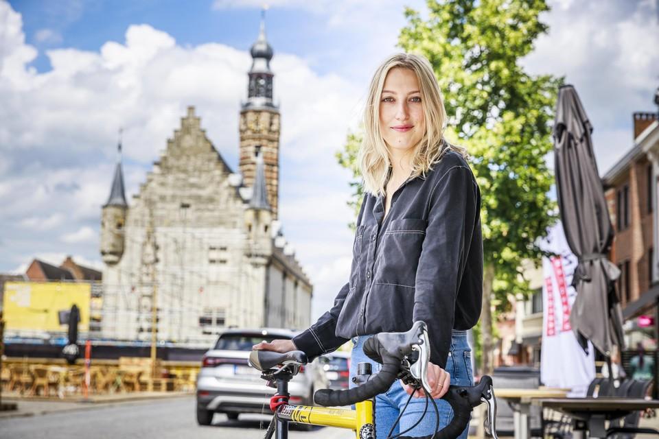"""Alina Churikova toont ons trots haar hometown Herentals. """"Herentals is echt een topstad, wij hebben hier alles"""", zegt ze."""