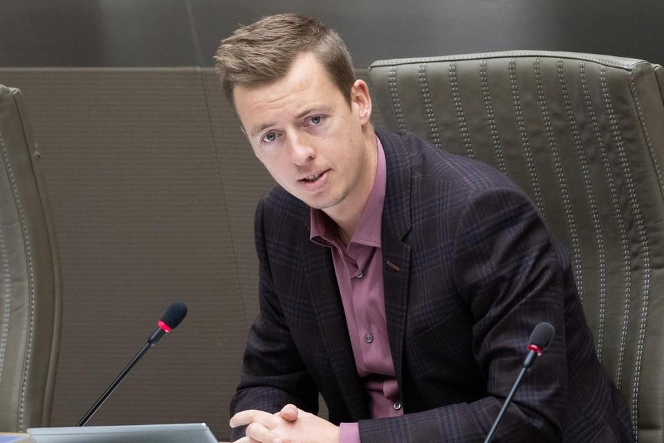 """Hannes Anaf in het Vlaams parlement: """"Minister Beke gaat niet in op de vraag naar een financiële compensatie voor de lokale contactopsporing."""""""