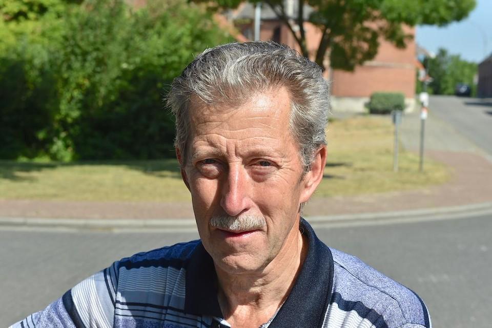 Johnny Solie woont in het Heike en zegt dat het al zeker dertig jaar geleden is dat er zo veel wateroverlast was in de straat.