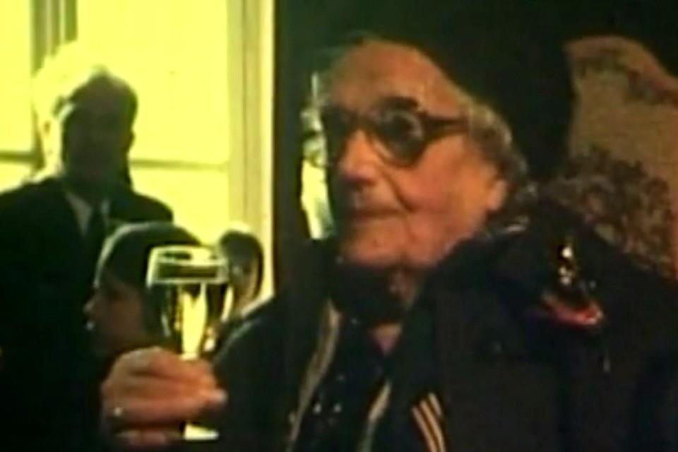 Moe Lies, piekfijn uitgedost in de jaren 70.