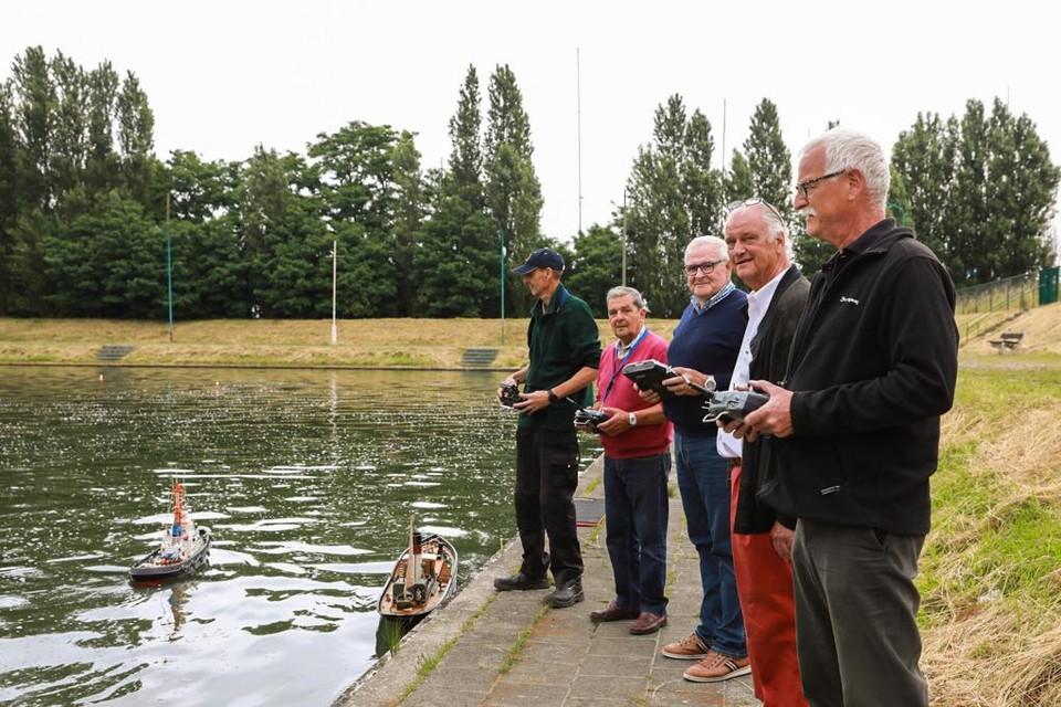 De KMYCA-leden  zijn op zoek naar een nieuwe vijver. Die zou minimaal de afmetingen van 100 op 50 meter moeten hebben en dertig centimeter tot een meter diep moeten zijn.