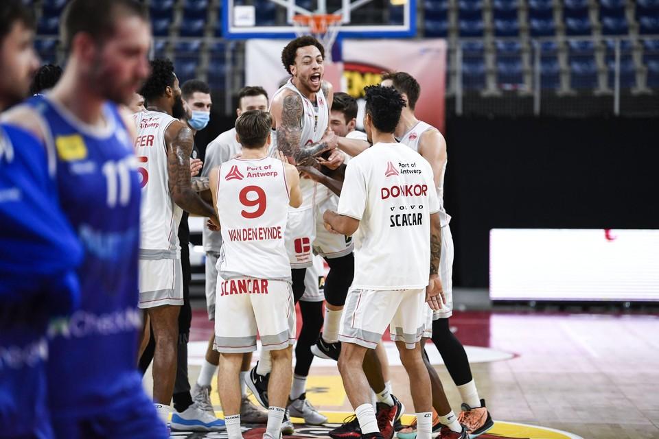 Weer lachende gezichten bij Telenet Giants Antwerp. Na vier nederlagen won het eindelijk nog eens.
