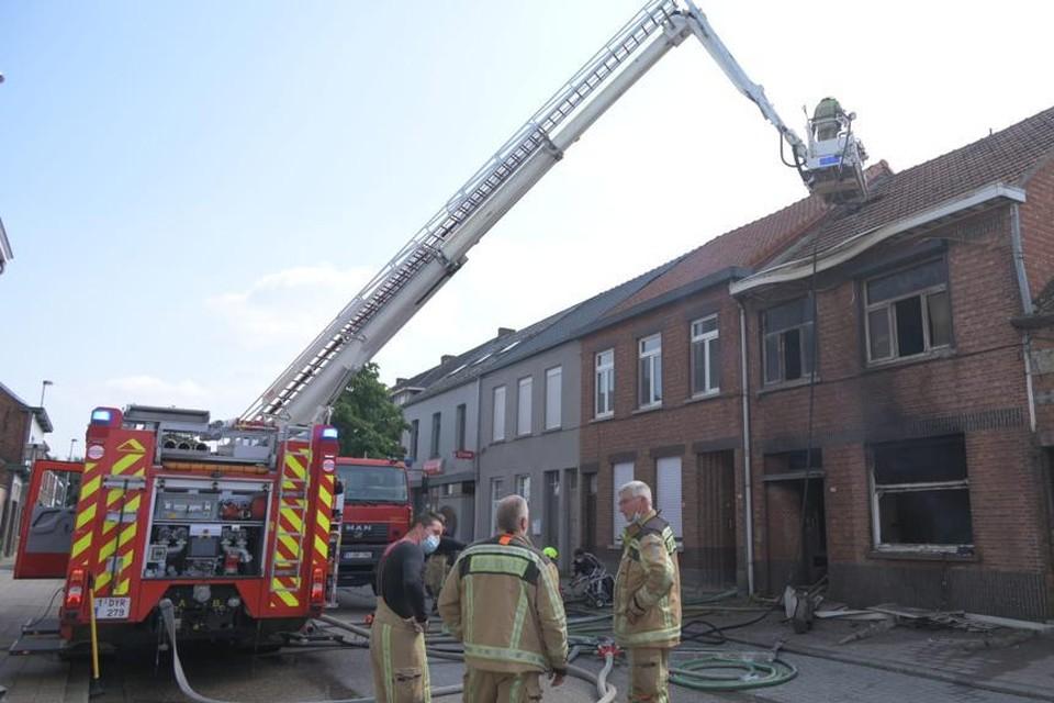 De woning in de Schoolstraat in Olmen waar verbouwingen bezig waren, is volledig uitgebrand.