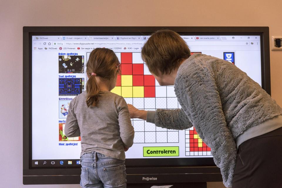 De Koning Boudewijnstichting steunt met de 710.000 euro onder meer Kleine Kinderen, Grote Kansen, dat de blik van leerkrachten op kansarmoede moet veranderen.