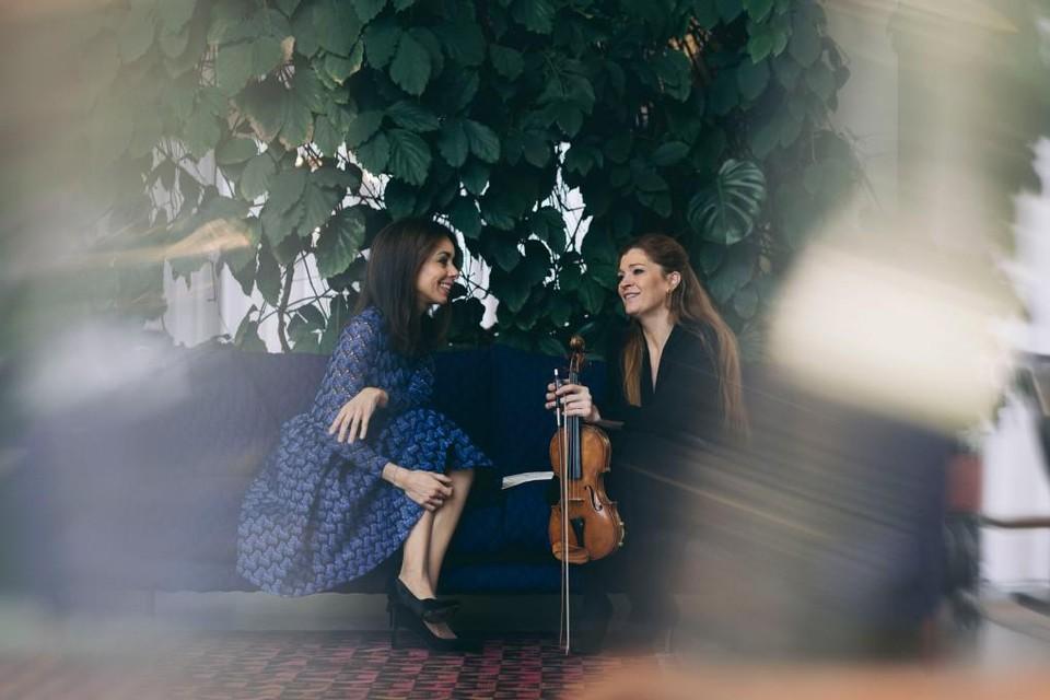 Fleur en Eva spelen De Viool van Einstein donderdag 30 september voor het eerst voor een livepubliek.
