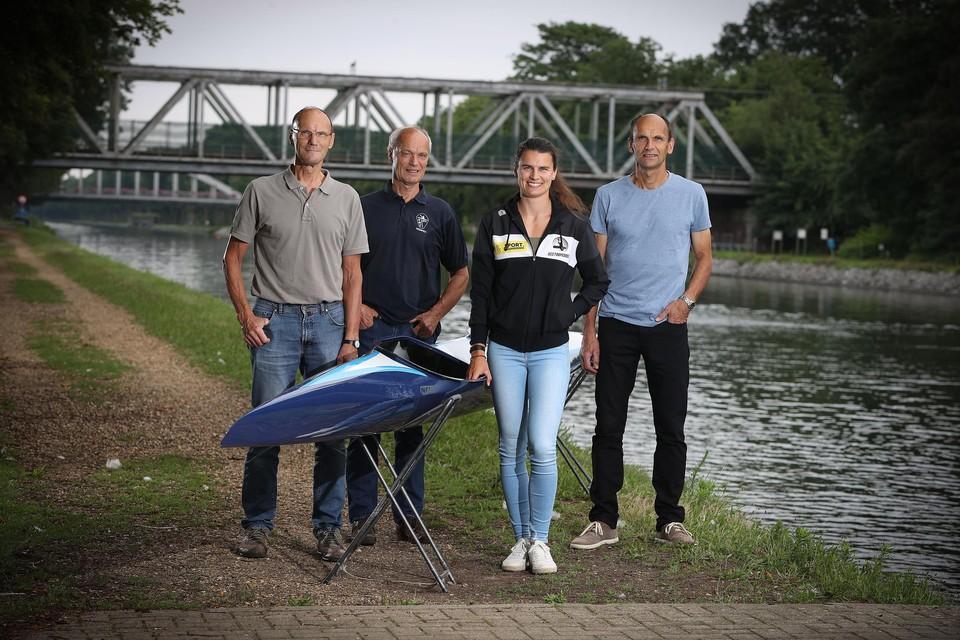 Familiefoto van de olympische familie Broekx, met nonkels Jos en Paul en vader Erik rond Lize Broekx, die maandag in Tokio actief is.