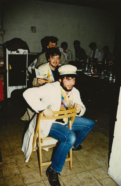Professor Leirs met zijn kompanen tijdens de cantus (1983)
