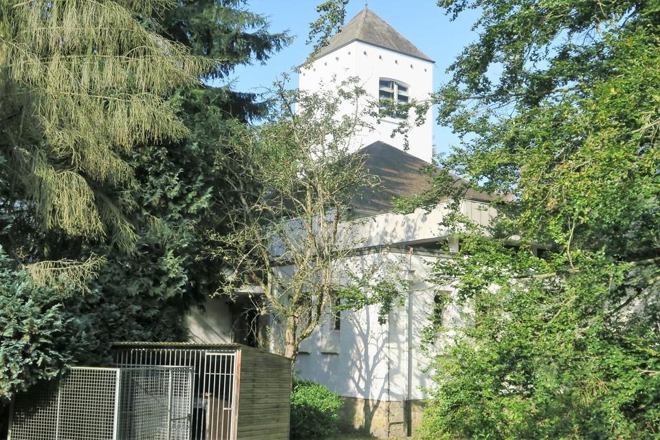 De Witte Kerk gezien vanuit de pastorietuin.