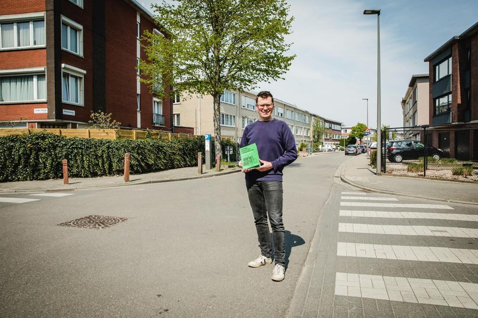 Auteur Matthias Van Milders op de plek waar ooit de Ter Rivieren Wielerbaan lag.
