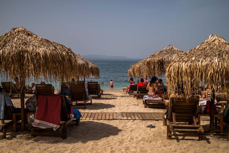 Een strand nabij Athene: Griekenland verwelkomt toeristen vanaf 14 mei.