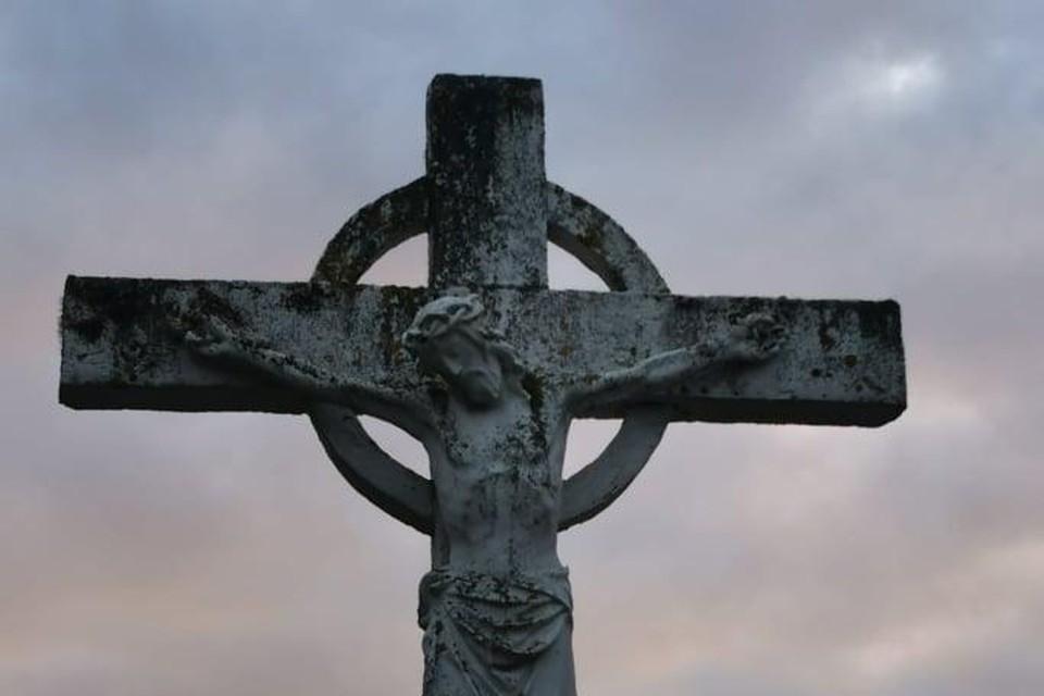 Het kruis op de begraafplaats in Oelegem.