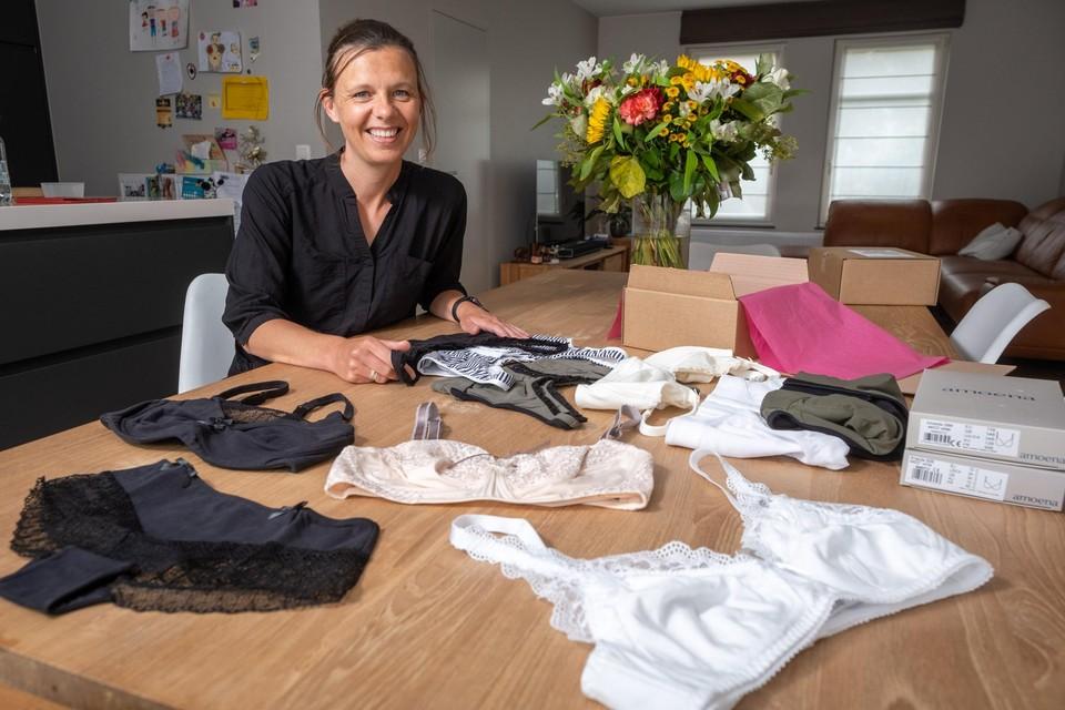 Kim Timmermans, die zelf werd getroffen door borstkanker, heeft met pinkcare.be een webshop met elegante lingerie voor lotgenoten opgezet.
