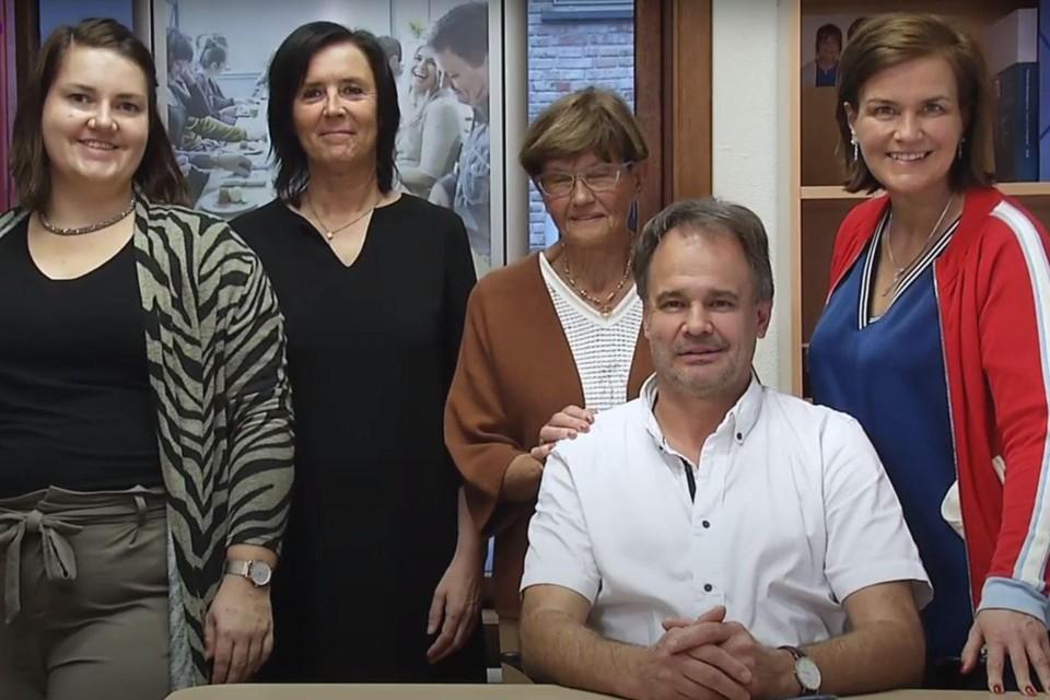 Het team van zakenkantoor Dens.