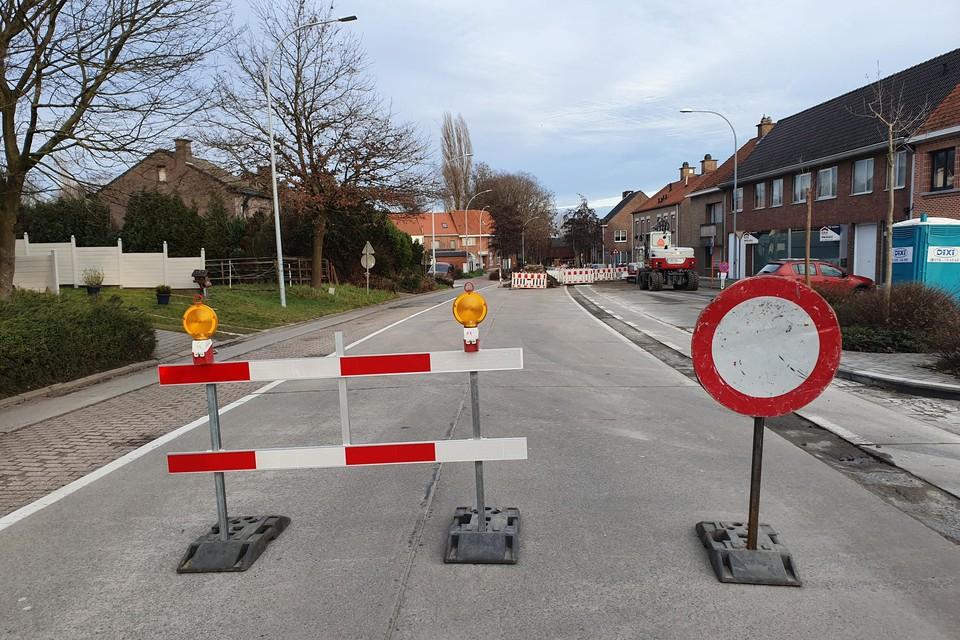 Het kruispunt Ruisstraat-Huis ten Halven-Antwerpse Steenweg-Burgemeester Achiel Heymanstraat blijft nog even langer afgesloten.