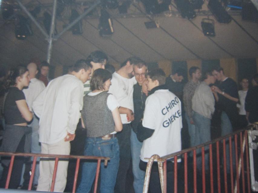 Bij Chiro Gieke zat de sfeer er altijd al vroeg in. Hier vooraan staan ook Gerda en Peter Bossaerts.