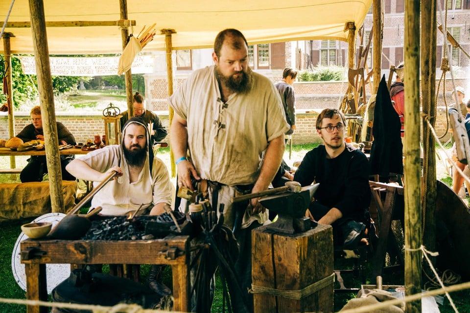 In de middeleeuwen waren in elk dorp één of meerdere smeden actief.