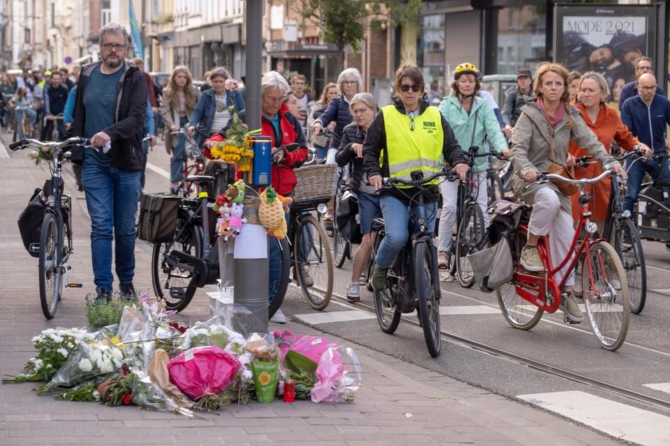 De dood van twee zusjes in de Lange Leemstraat beroert heel wat Antwerpenaars.