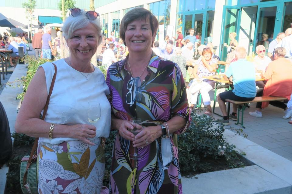 """Twee Brieleke-fans: Ingrid en Ria Vanderhaeghe. """"En niet alleen omdat we een glaasje wijn kregen."""""""