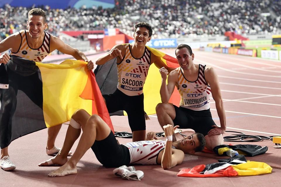 Breedlachende gezichten na het 4x400m-brons op het WK van 2019, maar de jongste maanden liepen Dylan Borlée (links), Jonathan Sacoor (midden) en Kevin Borlée (liggend) tegen allerlei problemen aan.