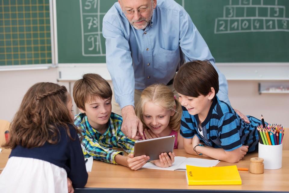 Minister Ben Weyts roept gepensioneerden en deeltijdse leerkrachten op om te helpen.