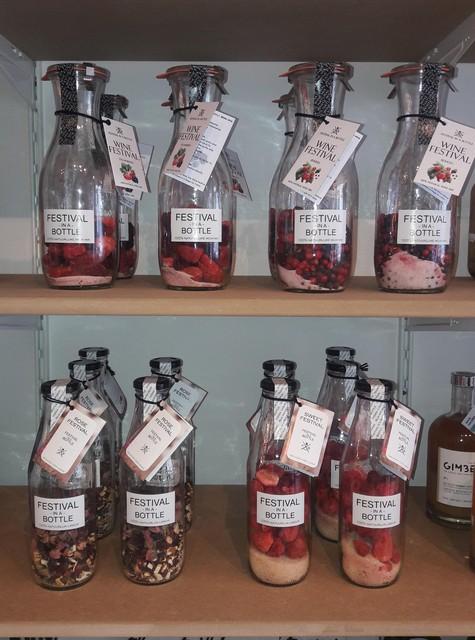 Je eigen gin of vodka maken met Festival in a Bottle.
