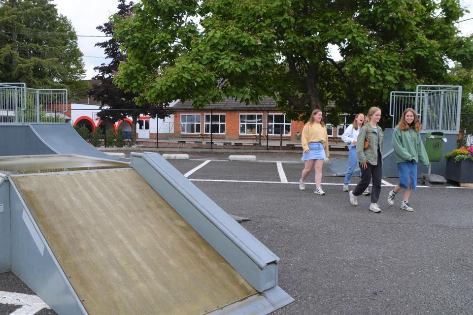 Het skatepark van Zandhoven is verhuisd naar de parking achter de school in de Amelbergastraat.