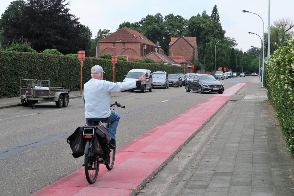 De fietssuggestiestrook in de Hendrik Consciencestraat wordt vervangen door een volwaardig fietspad. De haag tegen het kerkhof verdwijnt.