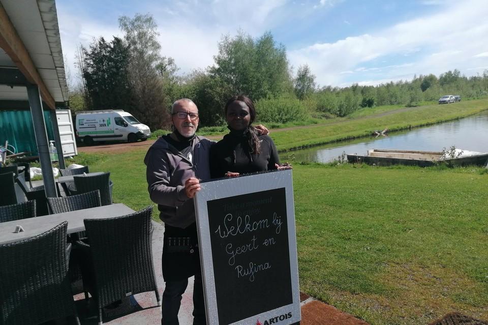 Geert Verlinden besliste om samen met zijn vriendin Rufina Bimela de kantine van visclub 't Zoontje uit te baten.