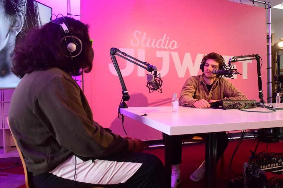 Nathan Naenen interviewt S., die in Studio JijWeet Plantenman wordt genoemd.