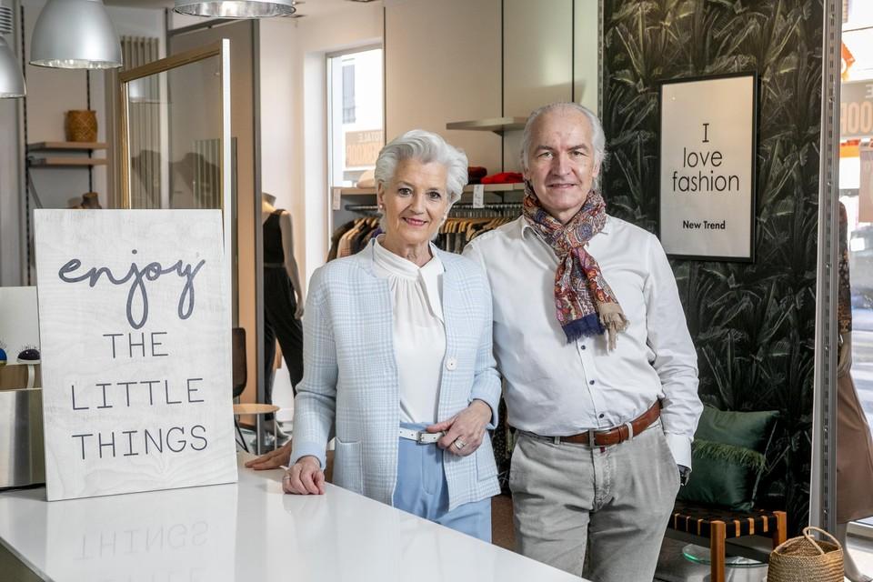 Magda en Benny van New Trend in Berlaar geven de fakkel door.