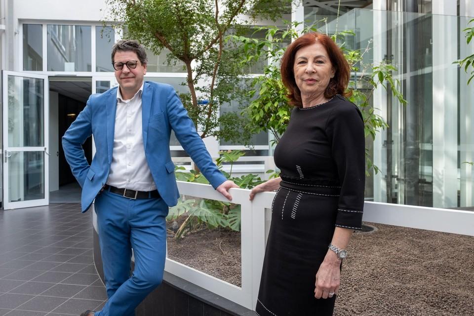 Schepen Tom Meeuws stelt de nieuwe klimaatregisseur Manon Janssen voor.