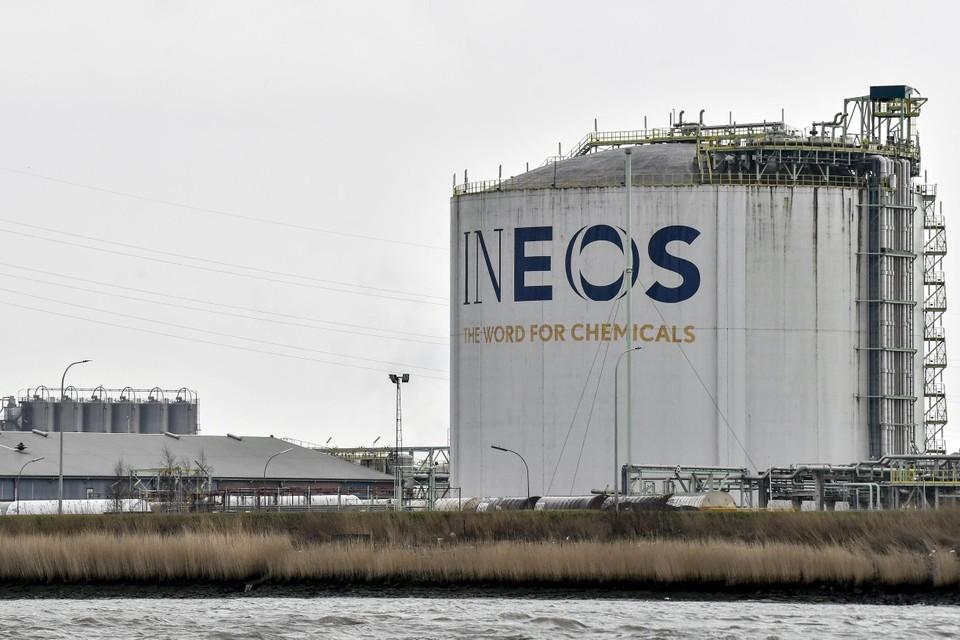 Een Ineos-opslagtank. In Antwerpen zou de chemiereus ethyleen en propyleen gaan produceren aan de Scheldelaan.