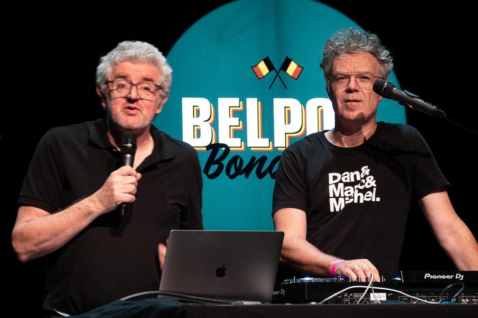 Jan Delvaux en Jimmy Dewit (DJ Bobby Ewing) presenteerden in Schoten de lokale versie van de Belpop Bonanza Quiz.