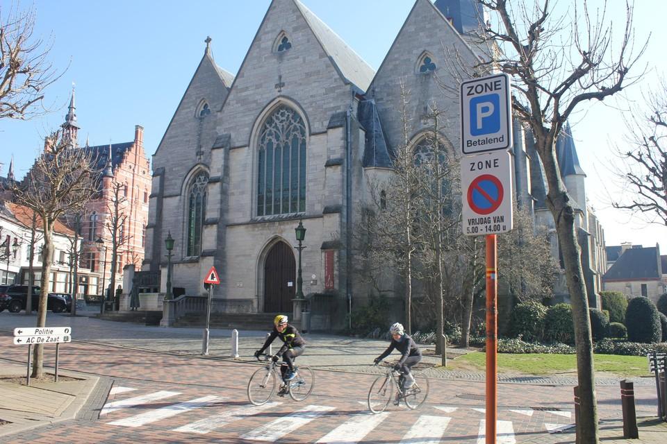 Onder andere op de Markt verandert betalend parkeren in schijfparkeren.
