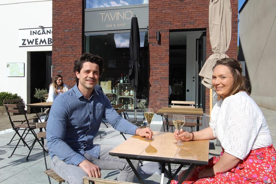 Tom en Allégra voor hun eigen wijnbar en -shop Tavino.