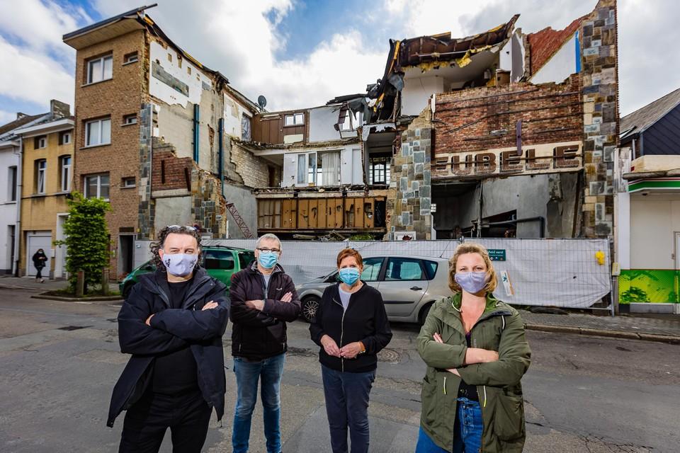 Hartmut De Maertelaere, Jean-Pierre Verstraeten, Lena De Reuse en Anne-Isabelle Cornet klagen de vuilnisbelt aan.