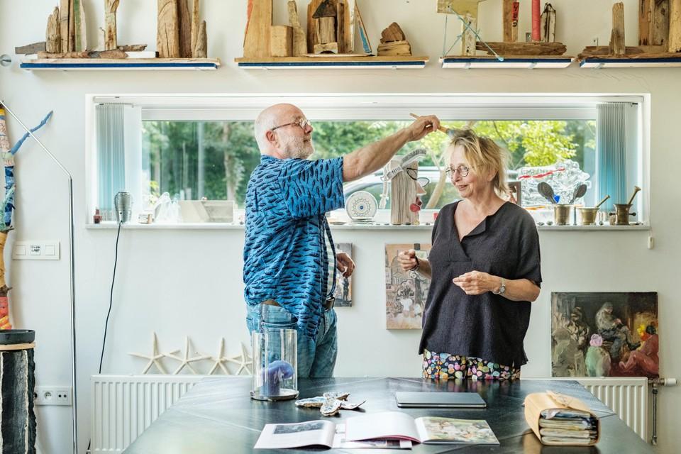 Bert en Matty barsten van de creativiteit. Enkele van hun creaties hebben een plaats gekregen op Nederlandse rotondes.