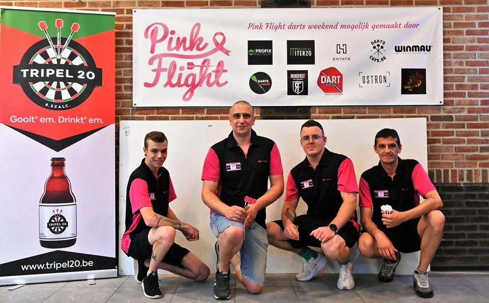 Pink Flight steunt vrouwen met kanker.